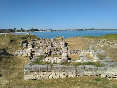 древнегреческие раскопки возле пляжа